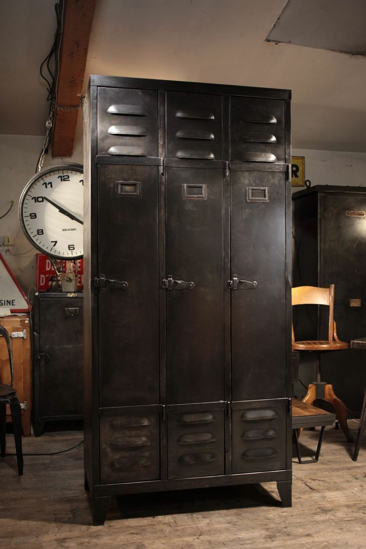 Meuble industriel ancien old vintage industrial lockers for Meuble retro industriel