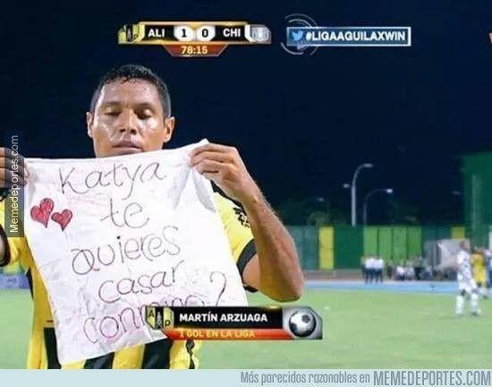 628259 - El jugador Martín Arzuaga le pide matromonio a su novia después de marcar un gol