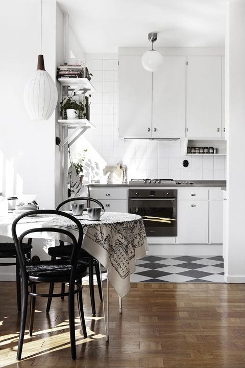 Flat with beautiful light and a vintage touch - via cocolapinedesign.com