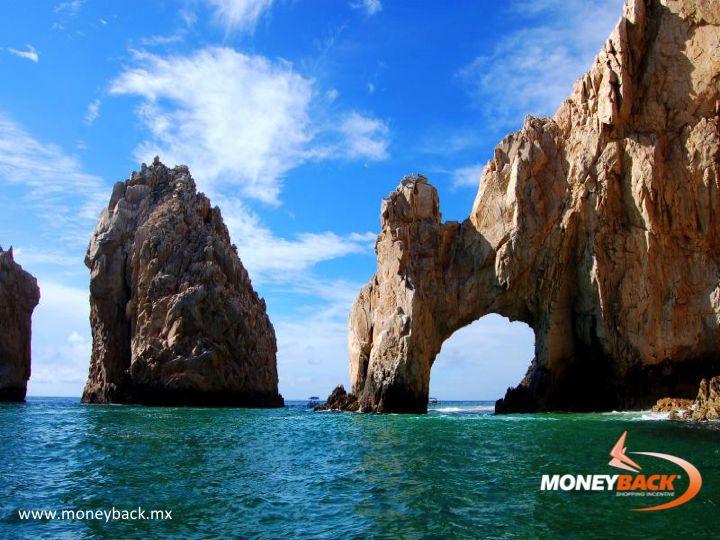 MONEYBACK MÉXICO. Cabo San Lucas, una ciudad turística en el extremo sur de la península de Baja California en México, es conocida por sus playas, actividades acuáticas y vida nocturna. Playa El Médano es la playa principal de Cabo, con restaurantes al aire libre y numerosos bares. Pasada la marina, se encuentra el promontorio extremo de la tierra, sitio de Playa del Amor y El Arco, un arco natural en los arrecifes. #moneyback www.moneyback.mx