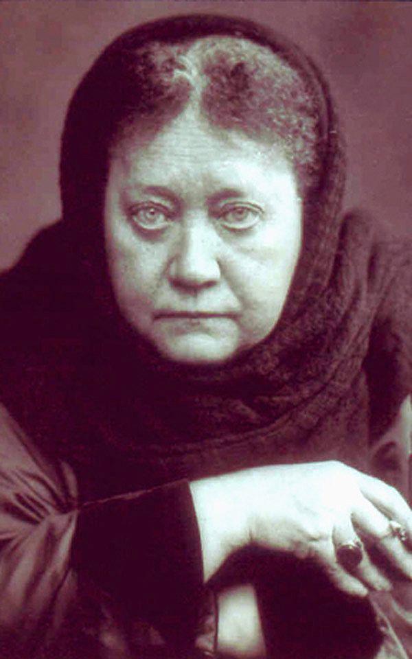 """* Helena Blavatsky * c.1889.  """"Elena Petrovna Blavatsky"""". (* Ekaterinoslav, Ucrânia, 12/Agosto/1831 no Calendário Gregoriano - Londres, 08/Maio/1891). Escritora, Cofundadora da """"Sociedade Teosófica"""". De Personalidade forte e """"Dons"""" Psíquicos."""