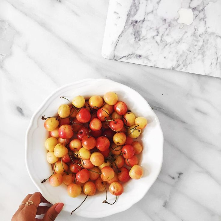 The only pregnancy food craving I have is the craving for fruit- I want to eat them all day everyday 😍😋 🍉🍒🍓🍇 #cherries
