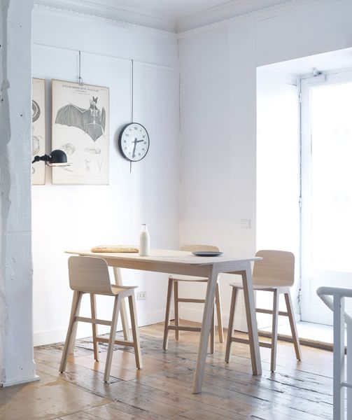 Heldu high table and stools in an elegant yet inviting house, situated in the centre of San Sebastian.