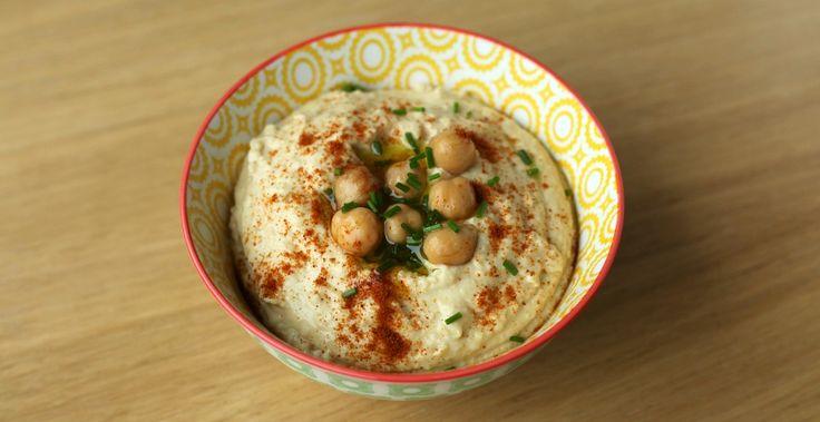 Hummus is super makkelijk te maken en bovendien heel gezond. Kikkererwten zitten boordevol micronutriënten.