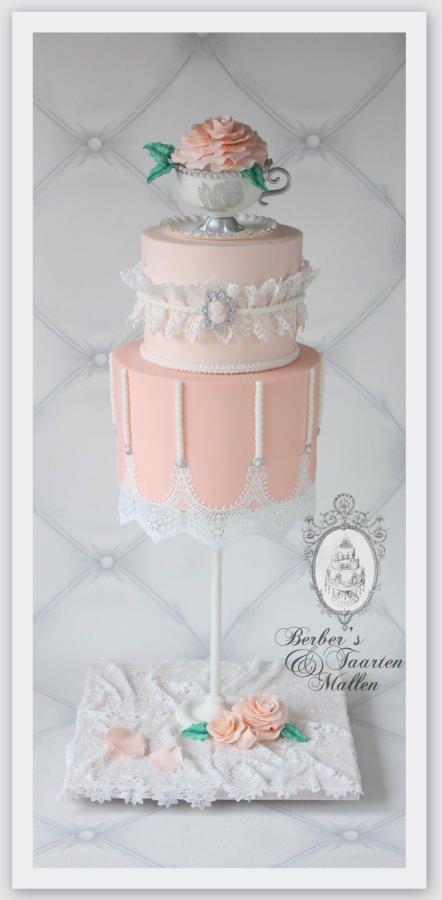 Best 25 gravity defying cake ideas on pinterest gravity cake creative cakes and hombre cake - Gravity cake noel ...