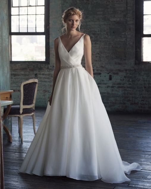 Henry roth wedding gowns bridal gowns bridal studio for Henry roth wedding dresses