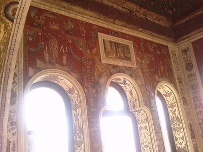 Julio de Aguiles y Alejandro Mainer (Pintores italianos). Pinturas al fresco en La Torre del Peinador de la Reina en la Alhambra. Destinadas a ensalzar la gloria militar de Carlos V junto con sus cualidades morales y virtudes.