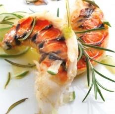 Les 25 meilleures id es concernant brochettes de crevettes - Queues de langoustes grillees au four ...
