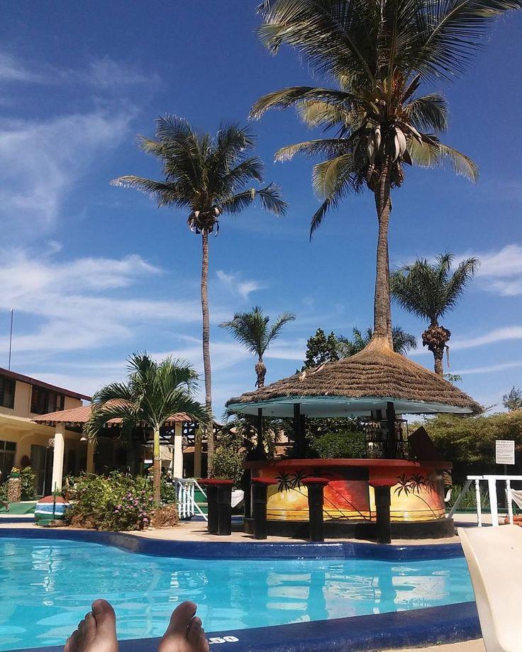 Winter 2018..#happyfeet  .  .  #tourist #sunny #gambia #bakau #africa #chillin #instasun #lazyday #lazingonasunnyafternoon #palmtrees #bar #swimmingpool #blueskies #instaafrica