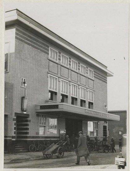 De Fahrenheitstraat met de Westend bioscoop in 1932