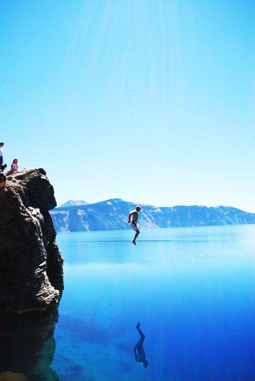 Η Crater Lake στο Όρεγκον φημίζεται για τη μεγάλη καθαρότητα των νερών της, γεγονός που την κατατάσσει στην πρώτη θέση παγκοσμίως ως την καθαρότερη λίμνη στον κόσμο!