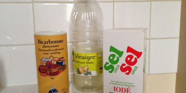 Inutile de recourir au produit chimique très nocif pour la santé et l'environnement, afin de déboucher votre douche ou lavabo, une recette naturelle à base de bicarbonate de soude, de sel et de vinaigre blanc sera mieux.
