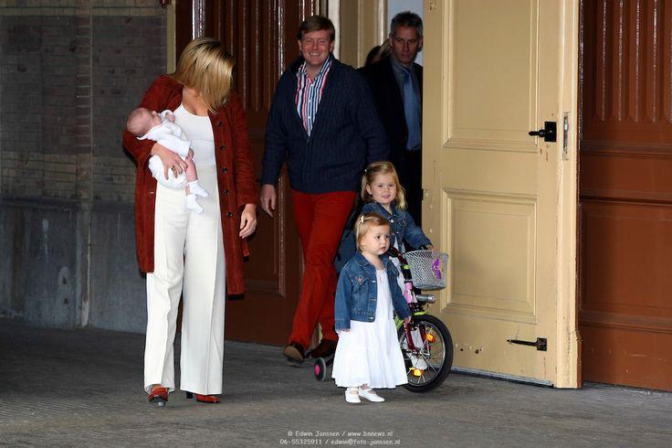 NLD/Den Haag/20070626 - Fotoshoot Koninklijke Familie 2007, Prins Willem Alexander, prinses Maxima, Amalia, Alexia en Ariane, Marc van der Linden in gesprek met Barbara Plugge