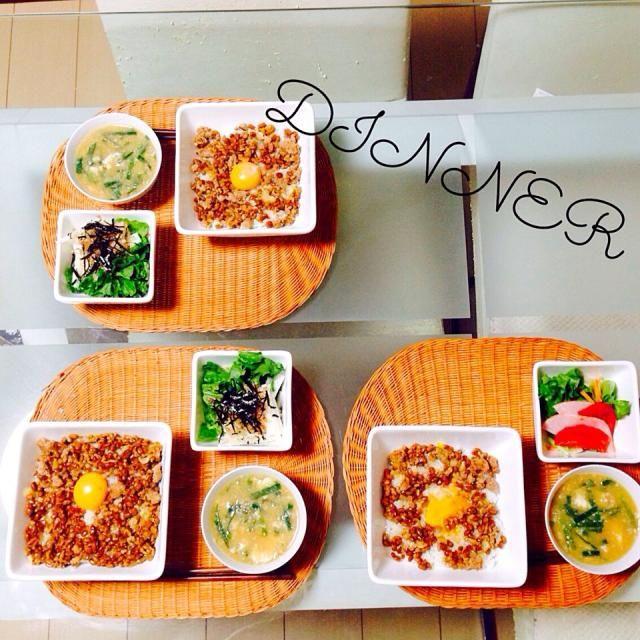 キャシー中島さんのレシピ♪ 相方からまた作ってと言われた! キャシーさんありがとー(*☻-☻*) - 21件のもぐもぐ - 納豆ひき肉丼&山芋サラダ by stemtea