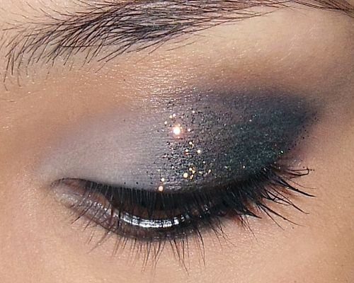 New Years' Makeup Look - Subtle Dark Glittery Lids! http://makeupbox.tumblr.com/post/38915177348/subtle-glitzy-new-year-glitter-eye-heres-a #makeup #tutorial #beauty