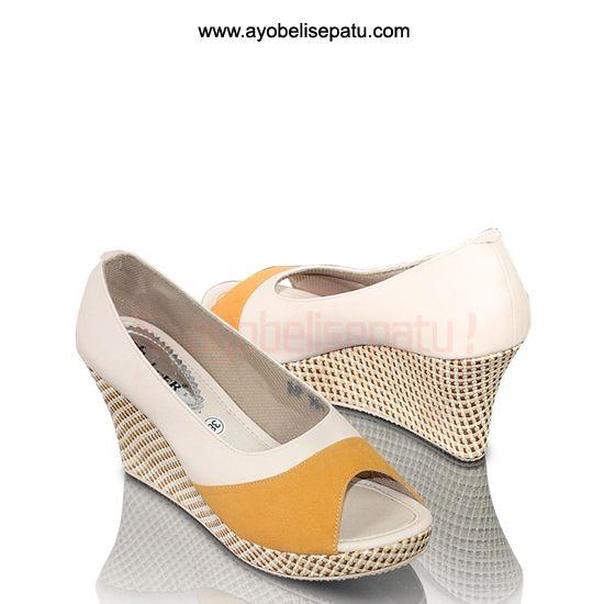 Sitalia Shoe Wedges - IDR138.000 Sepatu wanita wedges bahan syntetic. #sepatuwanita #sepatuwedges