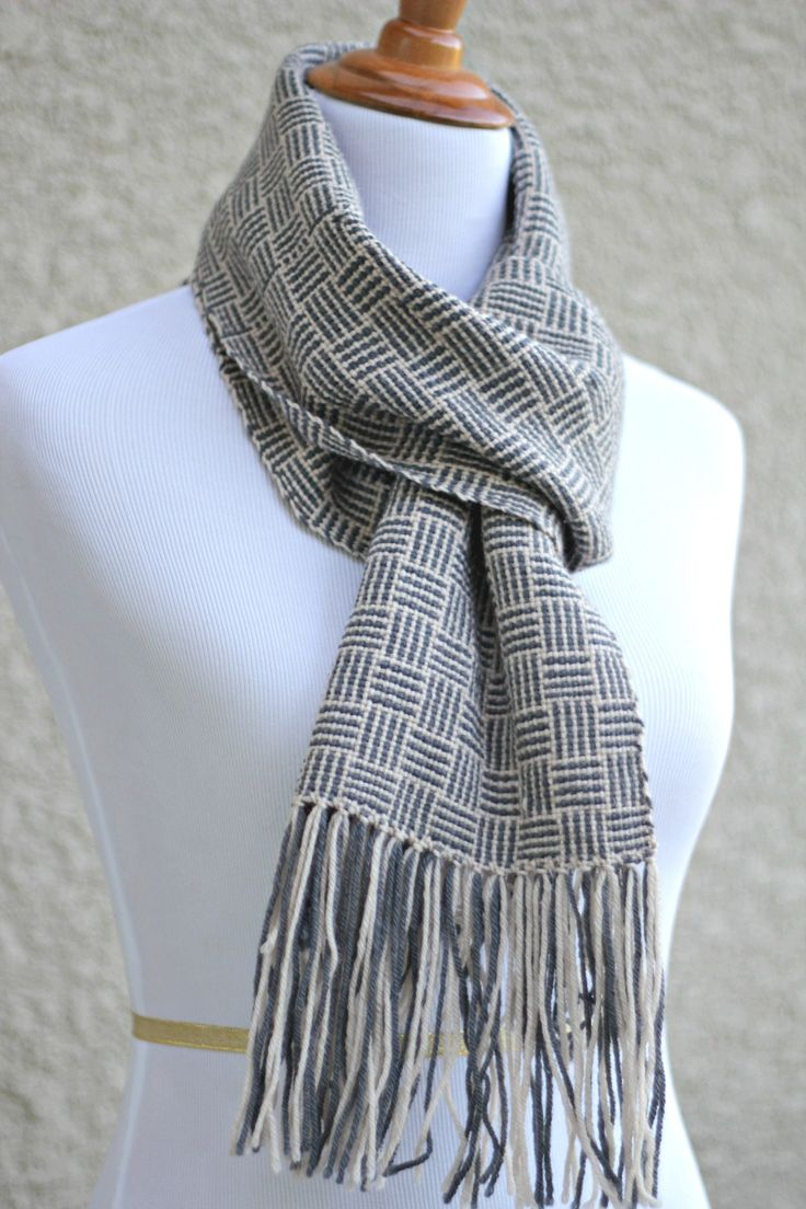 Hand woven scarf with geometrical pattern in beige and grey colors.This  unisex model will