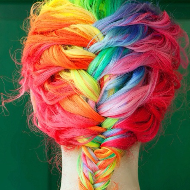 I've seen this before but if someone can dye my hair like this I'd love them forever.