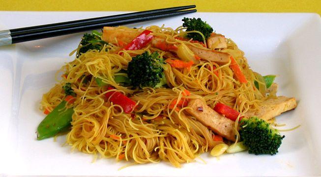 Fideos de arroz estilo thai / Platos principales / HazteVeg.com