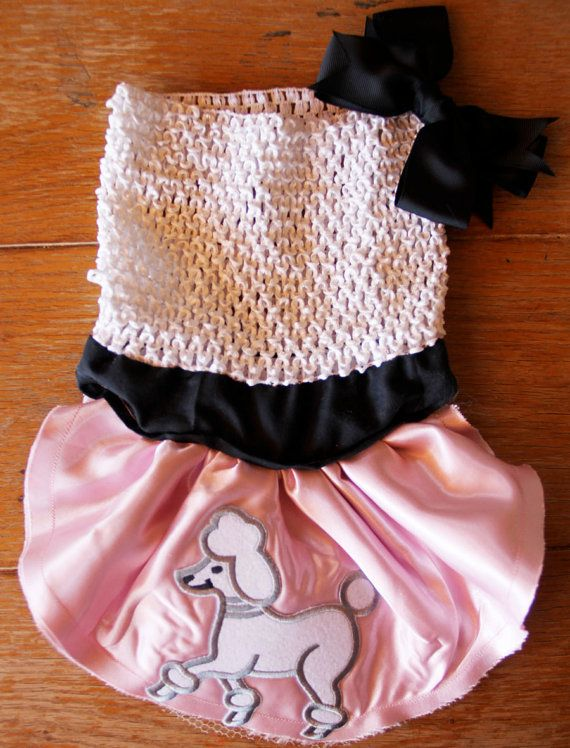Adorable poodle skirt for cats and dogs! great outfit, good for halloween and parties! great pattern, super cute, I can't wait to make one!