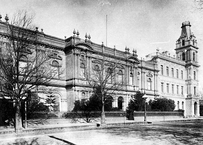 [The Bendigo mechanics institute, about 1890.] Bendigo Mechanics Institute, Pall Mall, Bendigo, Victoria, Australia, 1890 W H Robinson Studio, 1890