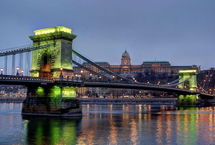 https://flic.kr/p/QunfSB | Chain bridge in green minute-Budapest/Lánchíd a zöld percben