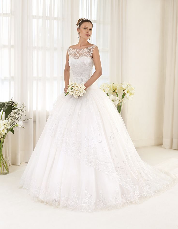 Abito da sposa Delsa, linea Maria Cristina 2016 F2212 Tulle e pizzo ricamato Colore: Bianco Seta  #delsa #delsa2016 #mariacristina #biancoseta #tulle #pizzoricamato #weddingdresses #bridaldresses