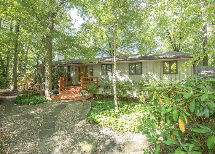 A home for sale at  441 Foxchase Ln Media, PA 19063 in Delaware County, more info here: http://www.anthonydidonato.net/wordpress/2017/09/28/home-sale-441-foxchase-ln-media-pa-19063-delaware-county/