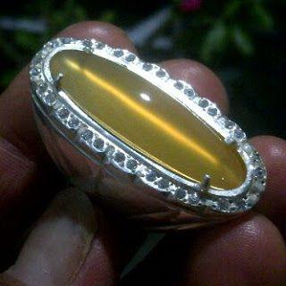 Chalcedony Yellow Raflesia Cat Eye Bengkulu