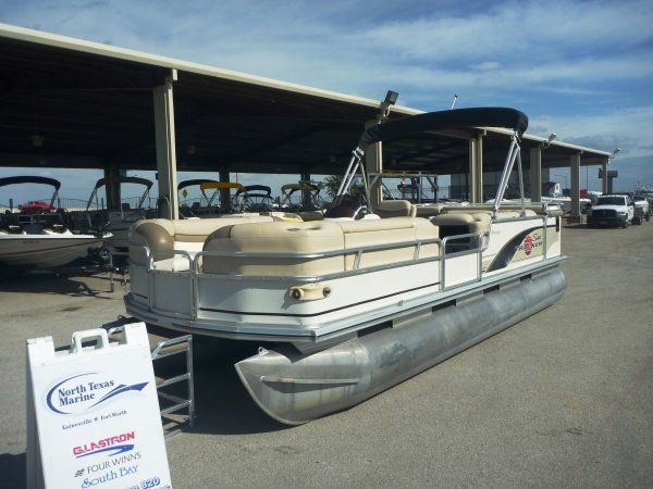 22 feet  2001 TRACKER PARTY BARGE 22 Pontoon / Deck Boat  for sale in Ft. Worth, TX