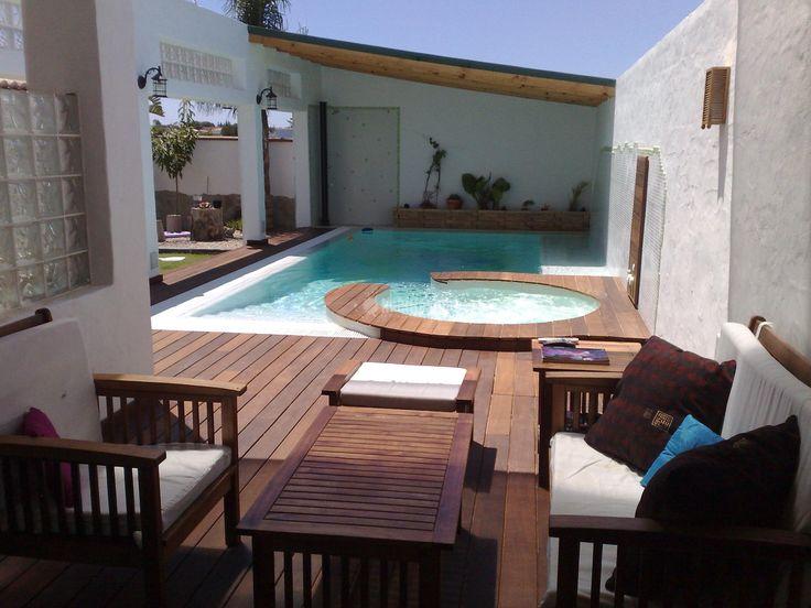 Impresionante terraza con piscina.