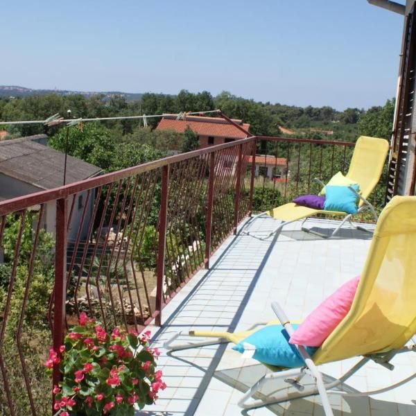 Apartment Ana Surrounded By A Lush Garden 100 Metres From The Centre Of Liznjan The Well Equipped Apartment Ana Offers Free Wi Lush Garden Garden View Outdoor