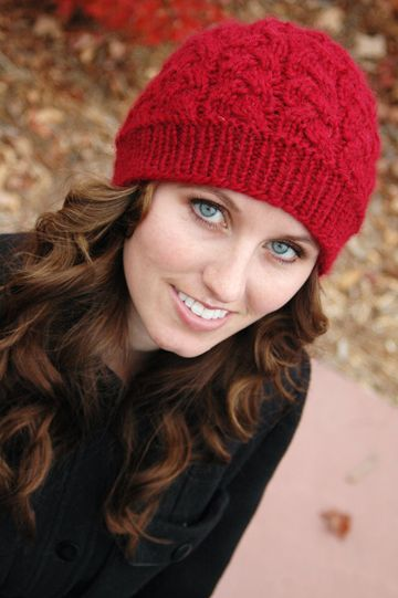 Free knit cabled hat pattern on Tangled | Cranberry Sauce by Brittany Tyler. Uses chunky yarn so super quick