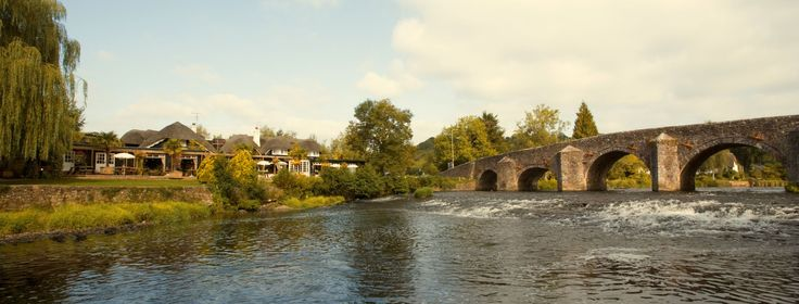 BICKLEIGH:  Picturesque village in the Exe valley on the main road between Exeter and Tiverton. It has lovely thatched cottages, a railway museum, gardens, a 14th century bridge, a working water mill, shopping and crafts centre.  http://www.heartofdevon.com/places-to-visit/bickleigh-p974773