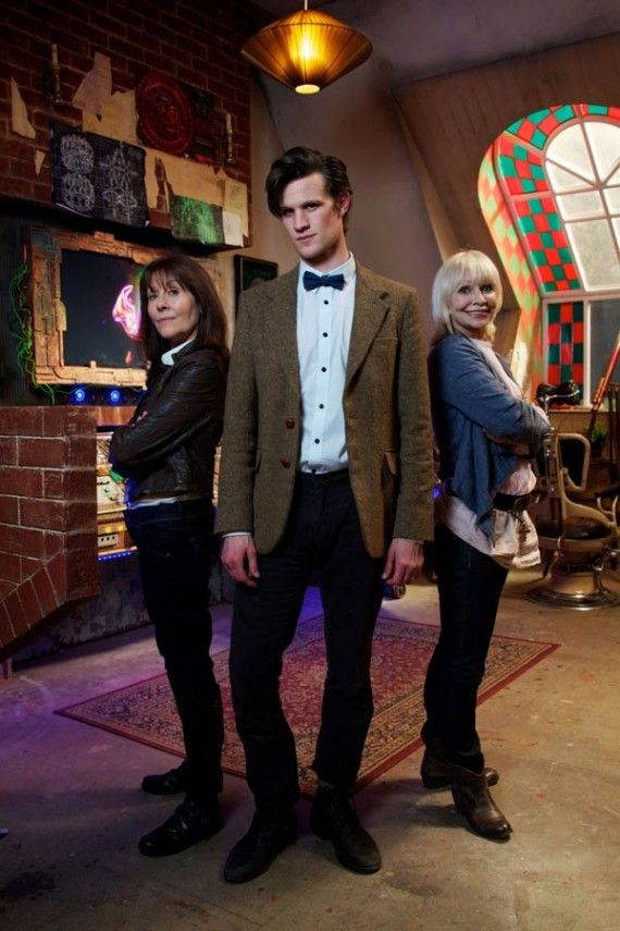 """The 11th Doctor (Matt Smith) with Sarah Jane Smith (Elisabeth Sladen) and Jo Grant (Katy Manning) in THE SARAH JANE ADVENTURES' 2-part episode of """"DEATH OF THE DOCTOR"""" (2010)."""