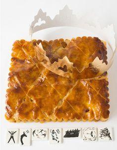 Galette façon petit-beurre - Eric Kayser - Crème d'amande, caramel au beurre salé et poires poêlées au beurre salé. La collection de sept fèves signée Gérard Rancinan reprend les bords festonnés du célèbre biscuit . 6 personnes, 25 €.