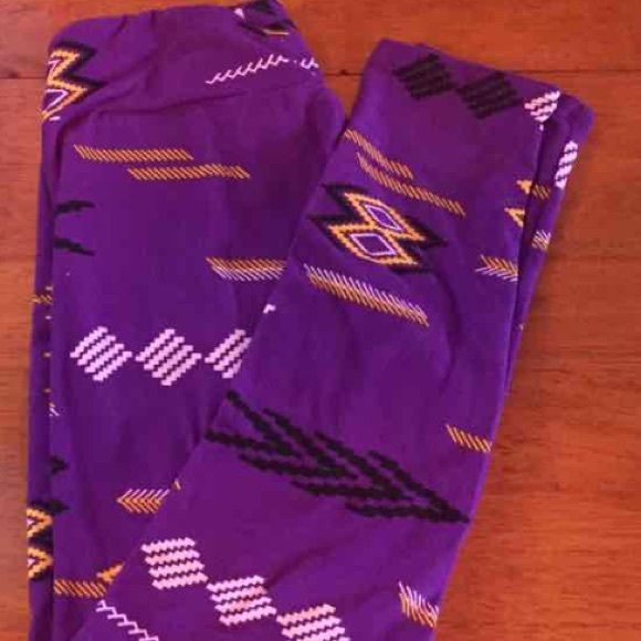ISO LuLaRoe Leggings OS Please let me know if you have these purple Aztec…