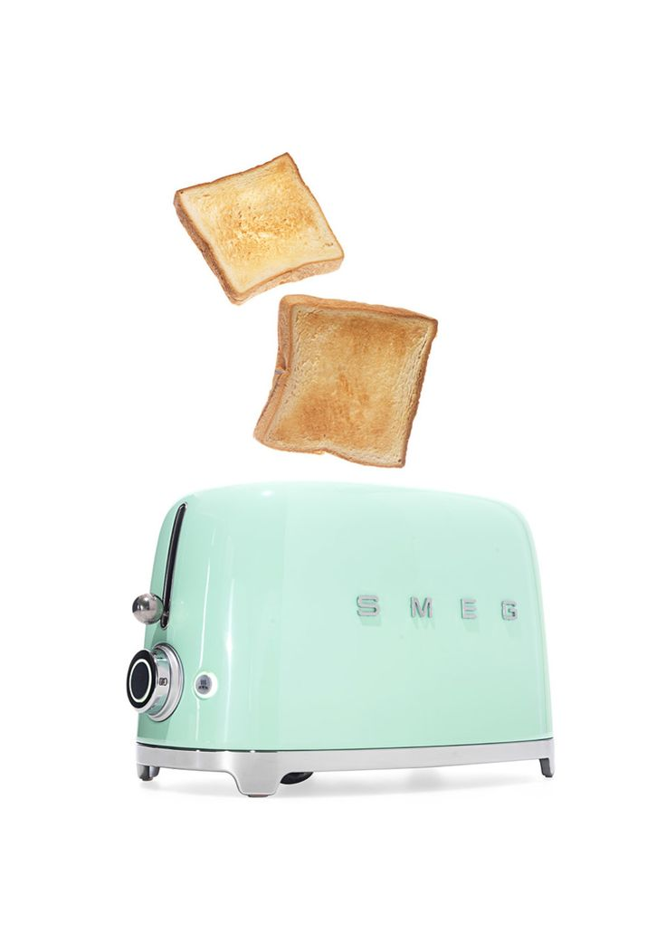 Embrace your inner June Cleaver with the '50s-style charm of this thoroughly modern toaster.