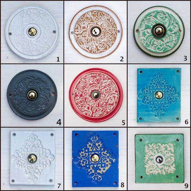 Klingelplatten  Unsere Klingelplatten werden mit vormontierten, hochwertigen Klingeltaster von Grothe (Protact 270), wahlweise in Silber, oder Messing geliefert.  Befestigt werden sie durch...