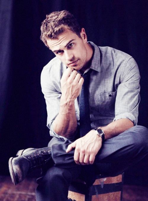 Afternoon Eye Candy: Theo James