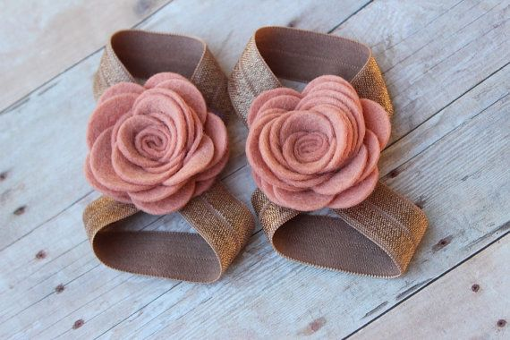 cutest thing i have ever seen in my life. Felt barefoot sandals flower sandals by muffintopsandtutus, $10.25