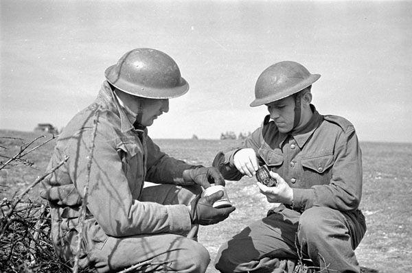 Canadian soldiers of the Edmonton Regiment priming the No. 36 grenades in Shoreham, England, United Kingdom, 26 Mar 1942