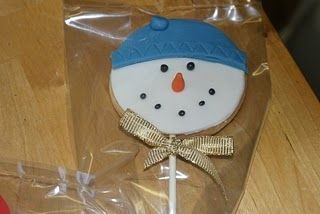 On the second day of Christmas The Pink Whisk sent to me….Snowman Cookie Lollies