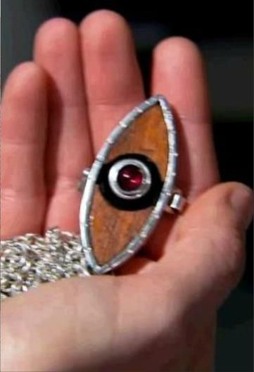 how to do you own replica of Nina's locket from House Of Anubis