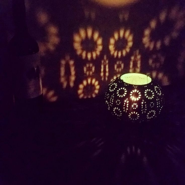 The houseboat is off grid, so we use alot of candles
