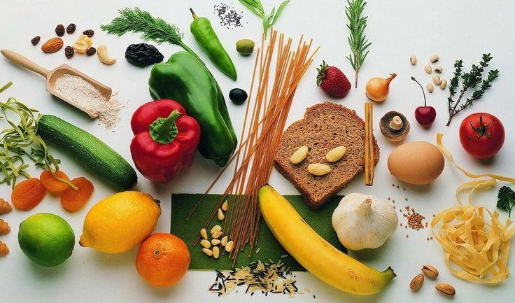 9 продуктов-батареек👍💪  ✔ Яблоки Этот доступный и распространённый в наших краях фрукт богат кверцетином. Не будем углубляться во все полезные свойства этого вещества, лишь отметим то, что важно для нас в первую очередь: кверцетин заставляет мышечные клетки вырабатывать больше энергии. Так что перед тренировкой или работой съешь несколько яблок.  ✔ Бананы Содержат качественные углеводы. Причём и «быстрые» и «медленные». Можно употреблять их как до, так и после тренировки. Они богаты калием…