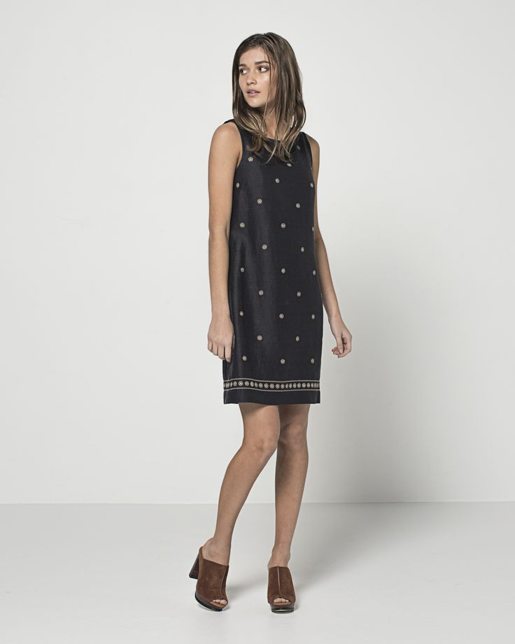 Embroidered Linen Daisy Shift (Ink)