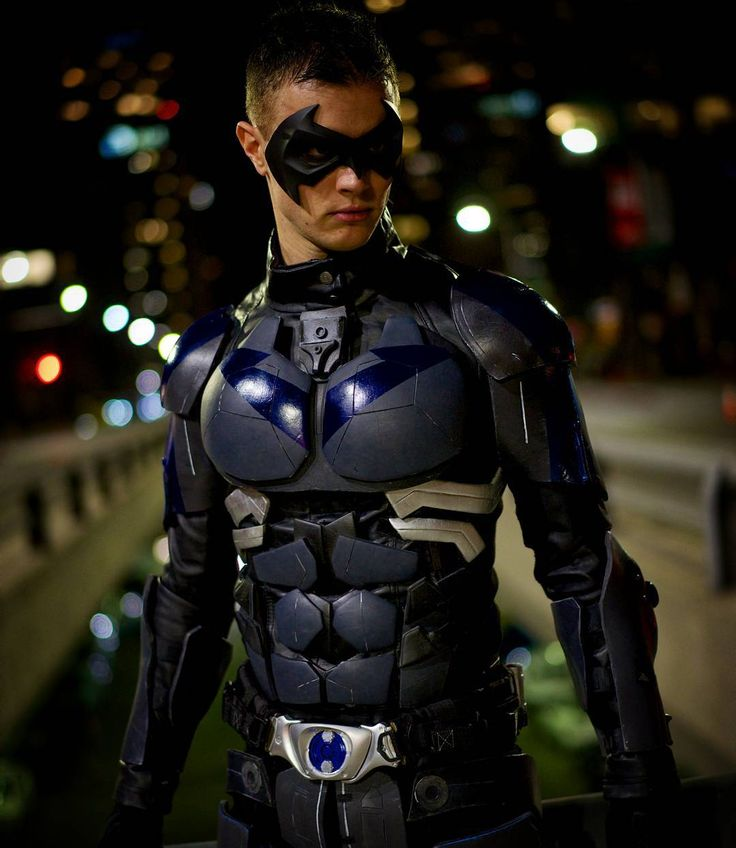 """Nightwing is on the prowl. Had an amazing shoot with @nelsphotos last night and got some amazing shots. I'll be Nightwing all day today at…"""