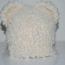 Søt, håndlaget bamselue til en liten skjønning. Til salgs på mycreation.epla.no