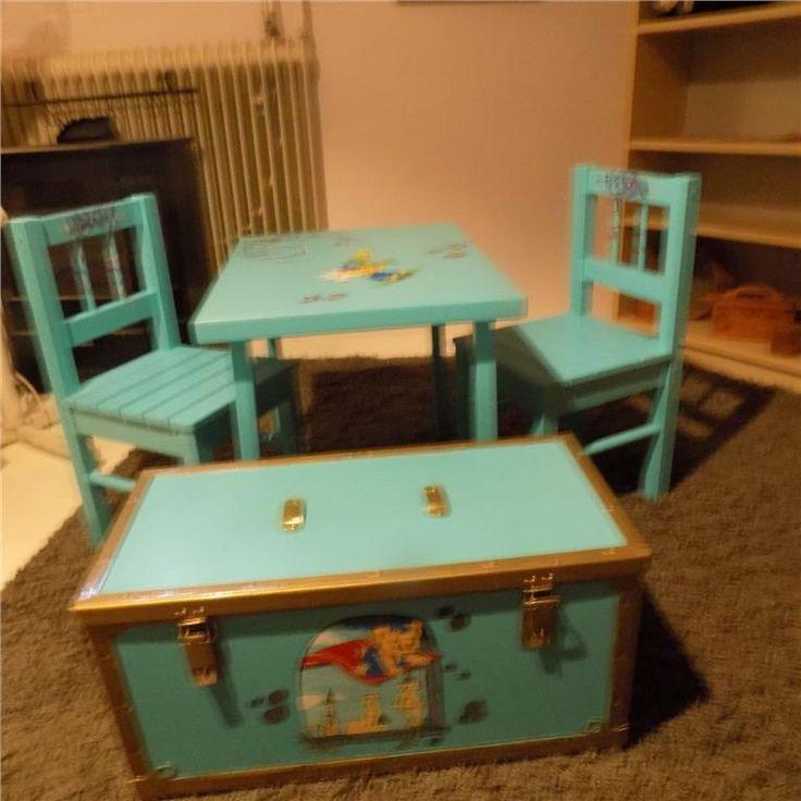 Annons på Tradera: JULKLAPP: Barnmöbler, bord,stolar,kista m. motivmålning